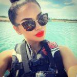 yireu6-l-610×610-sunglasses-quay+sunnies-quay+sunglasses-quay-quay+australia-girl